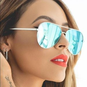 Desi Perkins Quay High Key Mirrored Sunglasses Blu